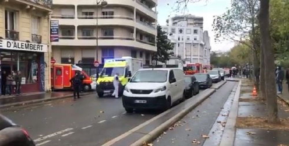 Francia, attacco a parigi vicino all'ex sede di Charlie Hebdo: 4 feriti https://t.co/RzrPVVrzSC https://t.co/XZ7EbnuLrW