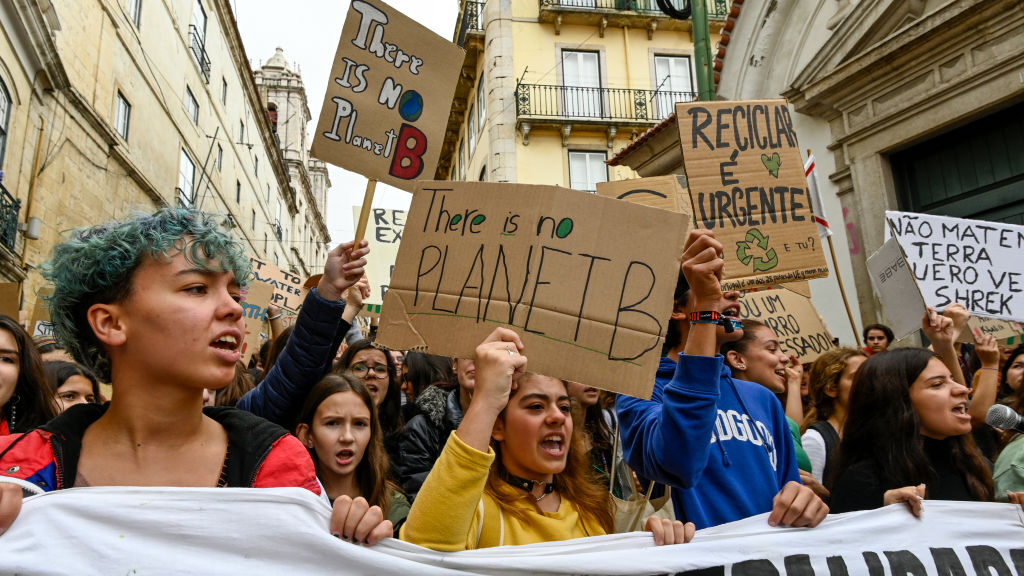 Portugal's Future Looks Greener as It No Longer Drills for Oil and Gas – In their latest effort to boost renewable energy sources, the Portuguese authorities have cancelled the country's last two remaining fossil fuel extraction contracts!  #ClimateChange  https://t.co/ks2zVaxGOl https://t.co/a7gg0ePMXc