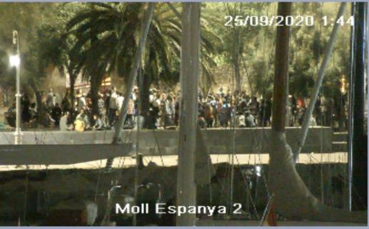 Ahir nit la Policia Portuària del #PortdeBarcelona, juntament amb la @barcelona_GUB i els @mossos van desplegar un dispositiu al Port Vell per dispersar a més de 120 persones que no respectaven les mesures anti #COVID19 👮   ▶️Tota la informació a https://t.co/YJZ3oPCJGy https://t.co/2LGqXzkxW5