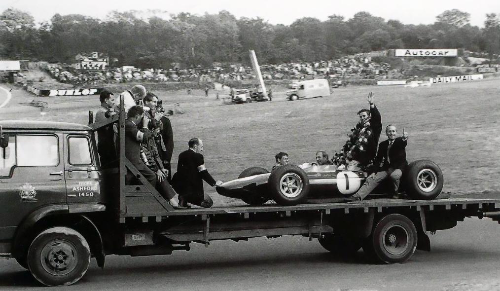 👋🏻Jim Clark #BritishGP Brands Hatch #TeamLotus 🇬🇧 '64 https://t.co/TozUWRvrcp