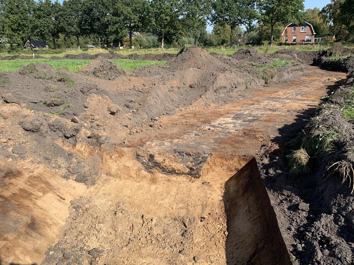Een bijzondere vondst tijdens de aanleg van nieuwe natuur bij Westerbroek: structuren van Duitse loopgraven uit WOII. Ze zijn niet actief gebruikt in de oorlog. @_Prolander werkt hier in opdracht v/d provincie aan een natuurverbinding tussen 't Roegwold en Zuidlaardermeergebied. https://t.co/6n60C8wwMx