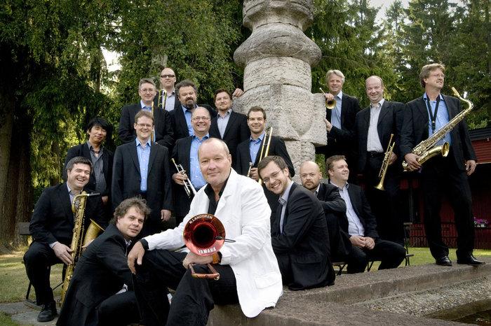 🎷Aquesta nit, jazz en viu a @catalunyamusica! La tradició escandinava fusionada amb la nipona amb la prestigiosa Bohuslän Big Band i el Trio Lyöstraini des de l'Auditori de Vara (Suècia) 👉https://t.co/kua9aqGHV3  #ViaJazzConcert https://t.co/QJgF1EtJNp