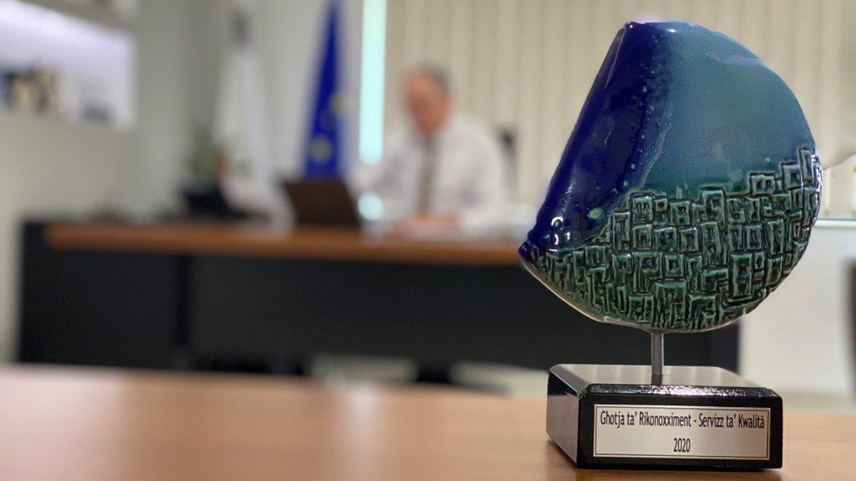 Għotja ta Rikonoxximent mil-President ta' Malta u s-Segretarju Permanenti Ewlieni lic-Chairman Ezekuttiv tal-MITA s-Sur Tony Sultana.  #MITA #award #publicservices #egovernment #digital #economy https://t.co/4giEvDN8vu