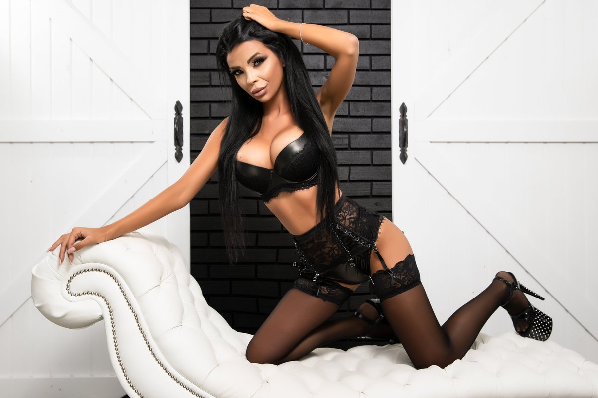 You are welcome to join me on @LiveJasmin EleniaDevons https://t.co/4DzrPIPBpJ