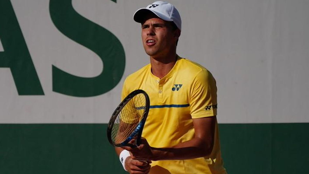 """🎾🇫🇷😃💪DAN'S DESTINY! German Sky Scholar @daniel_altmaier & his team knew this day would come. """"I've had tough times, especially with injuries but I always enjoyed fighting back."""" Dan on battling into his 1st Grand Slam 👉https://t.co/EKYC1nwDpR  #FrenchOpen2020 @rolandgarros https://t.co/5cuwMmzPNb"""