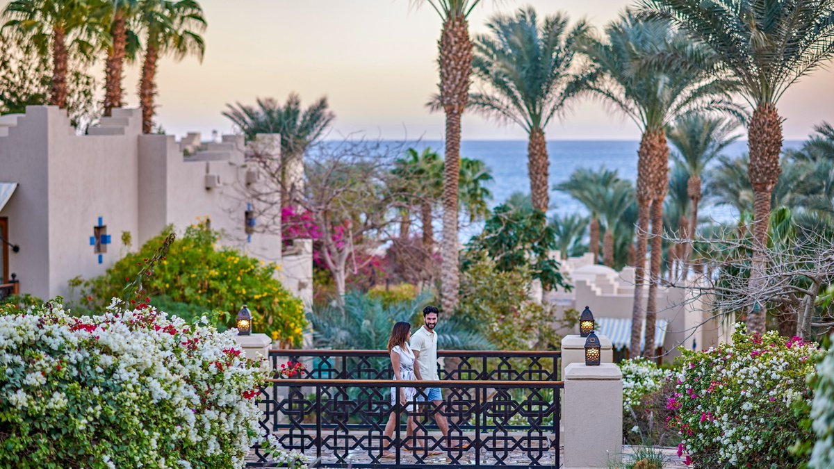 Your romantic fairytale unfolds at @fssharmelsheikh! Celebrate your honeymoon or anniversary with a complimentary upgrade, breakfast in bed and #fourseasons love-inspired amenities. #redsea #sharmelsheikh https://t.co/p0nyEWDAUf
