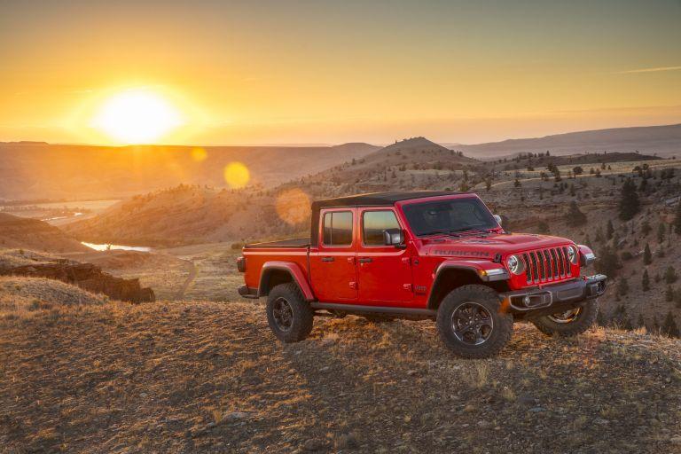 It's #FrontEndFriday with this 2020 Jeep Gladiator Rubicon!  Contact info@uniquechrysler.com or call 1-844-623-0001 for your next Dodge Jeep Ram!  https://t.co/l2cSxhAm5d  #uniquechrysler #burlont #burlon #hamont #oakville #carnationcanada #jeep #dodge #ram https://t.co/GAgLxXN2mi