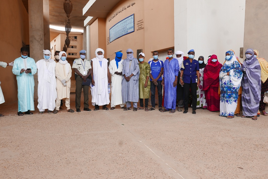 #Tombouctou et #Taoudéni : Reprise des échanges entre les communautés et la MINUSMA sur son Mandat. #Mali 🇲🇱 #A4P #ServingForPeace  Cliquez ici 📰➡️ https://t.co/6NWilCrqTz https://t.co/xjERIjEtU4