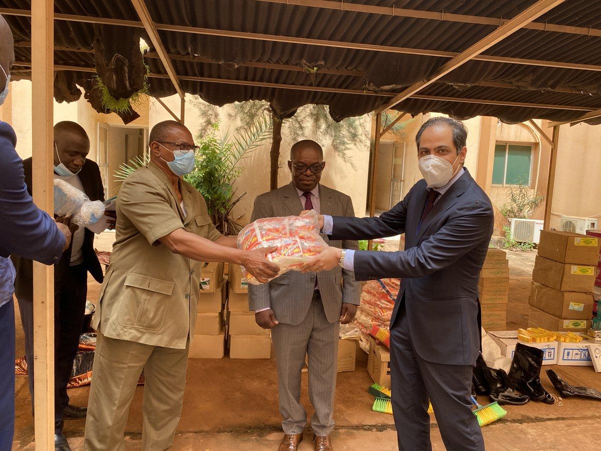 Des tribunaux et des prisons du #Mali 🇲🇱 équipés en matériels de lutte contre la #Covid_19 par la MINUSMA Cette donation, qui a eu lieu le 21/9 dernier, porte sur des équipements de protection et de nettoyage, ainsi que des produits sanitaires et pharmaceutiques. https://t.co/nPnllvzPkT