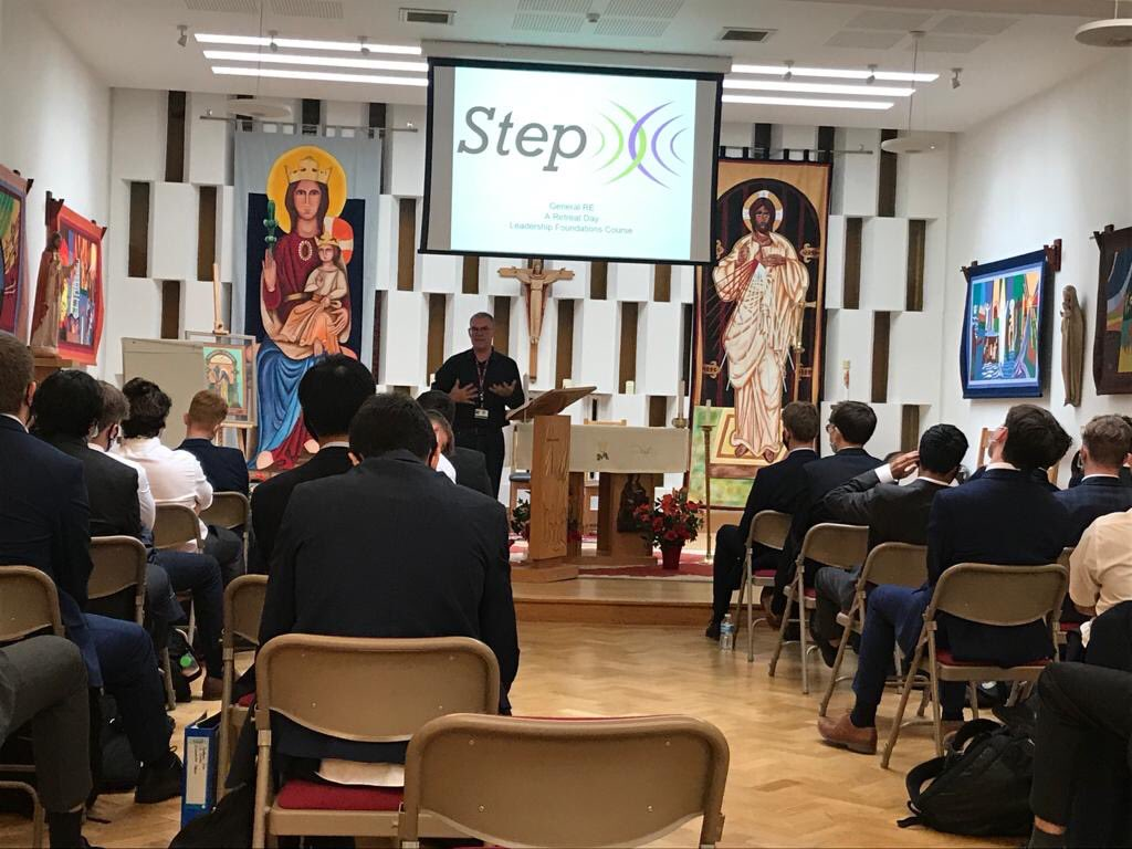 Chris talking to Lower Sixth about the year ahead in RE. Thanks Step. #STEP #SCC6th https://t.co/jlEUbh816K