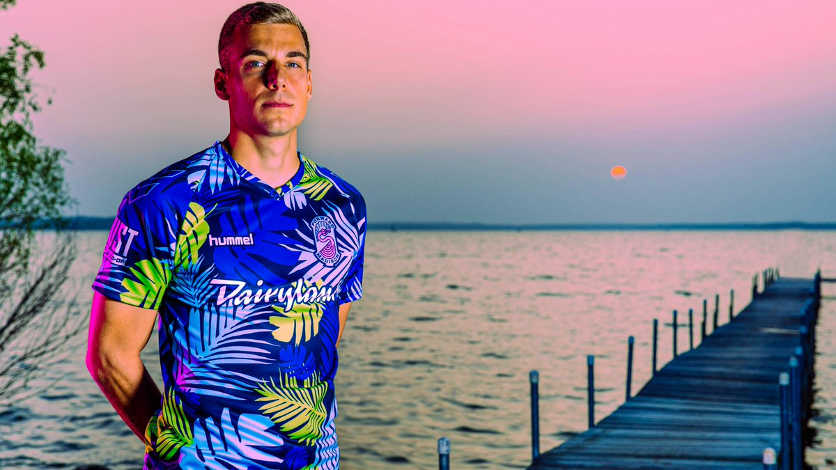 If life's a beach, catch us playing in the sand. 🦩🏖️  Introducing our new goalkeeper jersey: The Tropical Kit! 🌴 https://t.co/Pyc5yFRRn5