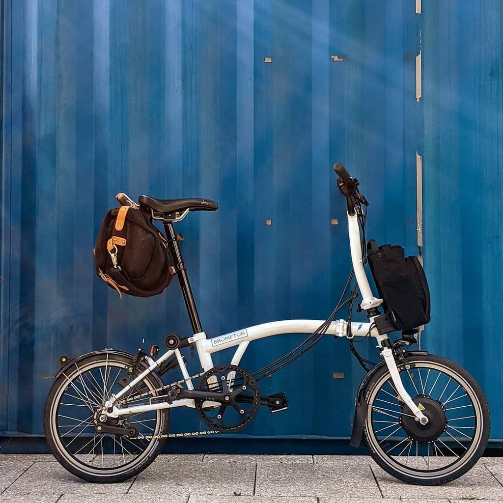 It's Friday and there's a sunny weekend forecasted!! ☀️☀️☀️ What have you all got planned, inspire me 😀!!!  #brompton #citylife #citycycling #urbancycling #foldingbike #cyclehappy #goodvibes #wheel #transportationsystem #street #city #blue #cyclelike… https://t.co/FT7NgXZSxo https://t.co/VdkLunGsfu
