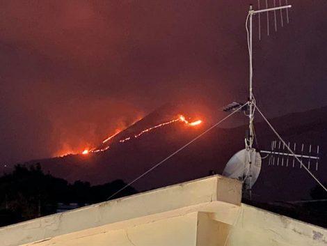 Incendiari scatenati in provincia di Palermo, decine di roghi ancora attivi - https://t.co/5GqPjW3q3o #blogsicilianotizie