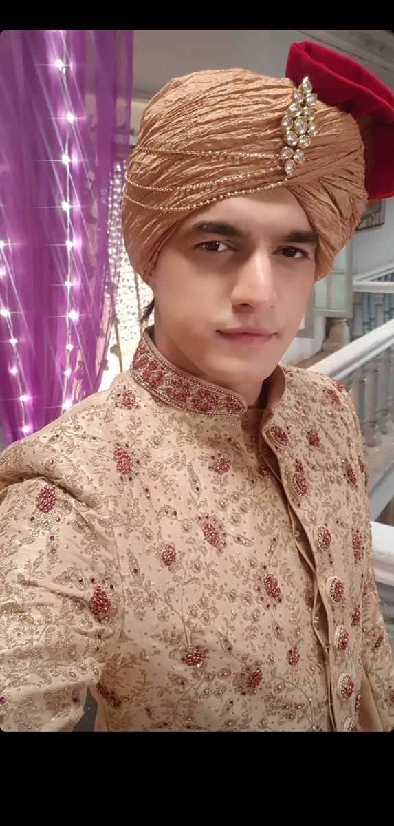 Handsome dude   #MohsinKhan #yrkkh #KartikGoenka #yehrishtakyakehlatahai https://t.co/PlRPt7IMyH