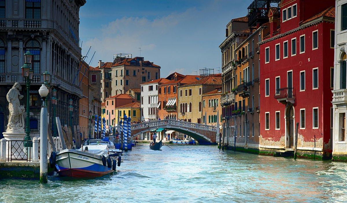 Venezia incantevole! #venezia #veneto #citta #mare #beach #ilviaggio #viaggio #viaggiare #inviaggio #estate #italy #vacanze #weekend #instatravel #travel #photooftheday https://t.co/gFWaduAb94