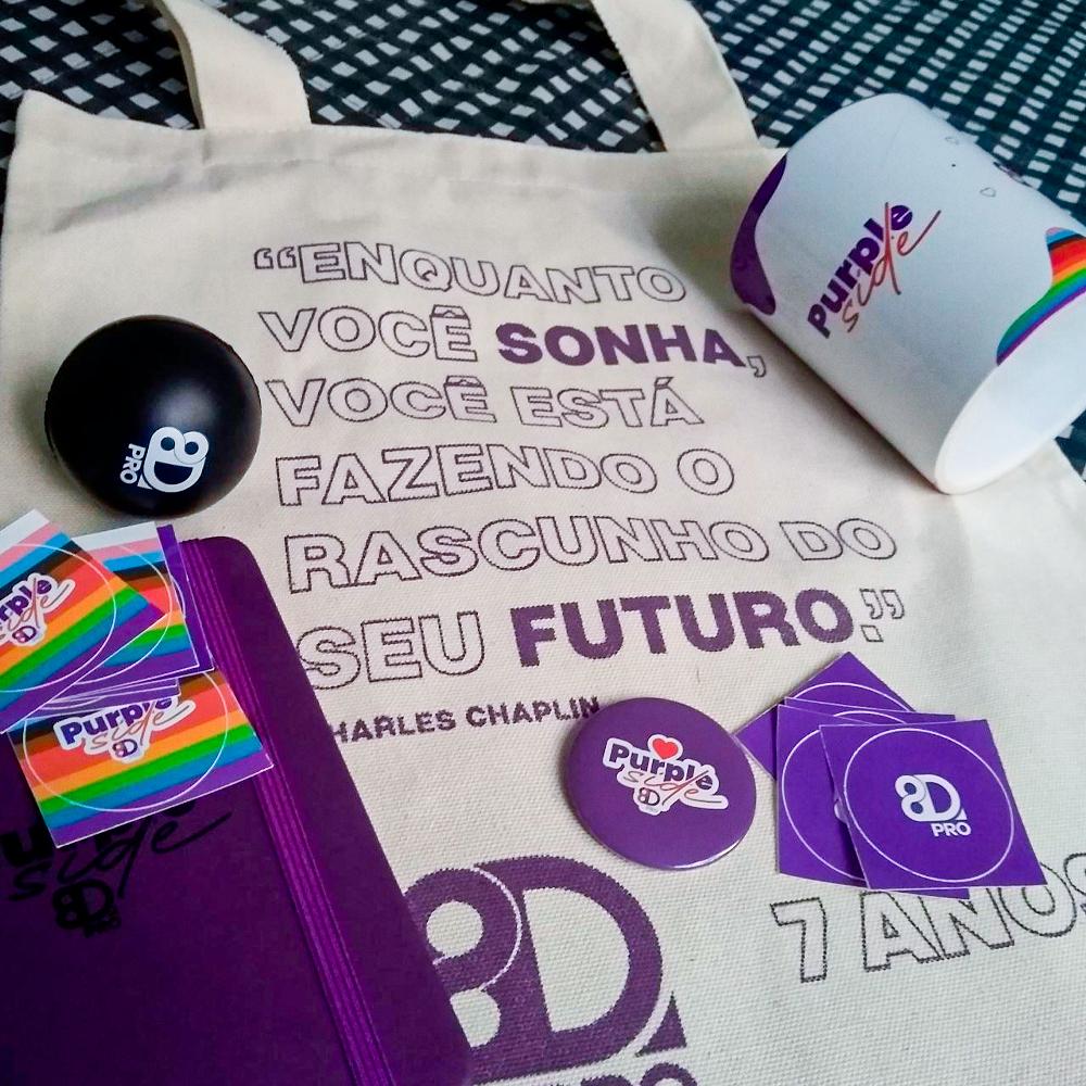 Mês passado chegamos a 7 anos de 8D Pro e cada Purple recebeu mimos em casa para comemorar à distância!  Aqui, trabalhamos com muito 💜! -- https://t.co/0zDCf4u6oQ -- #8dpro #8d7anos #marketingdigital #bh #sp #purpleforce https://t.co/65MRobKcmx