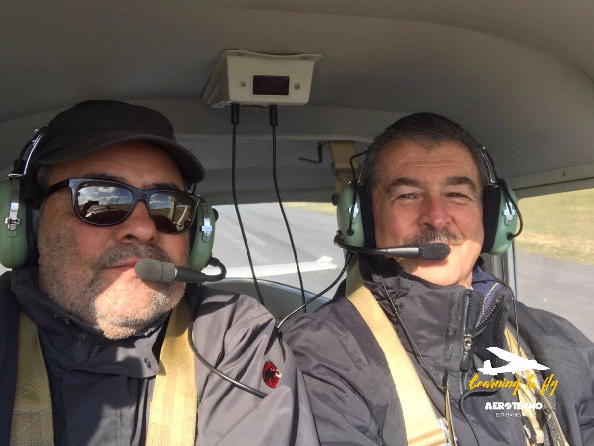 Bienvenido Eduardo Grajales! A disfrutar de este camino de aprendizaje y grandes experiencias en el maravilloso mundo de la aviación. A volar! #aviation #aviación #flightschool #escueladevuelo #pilot #piloto #privatepilot #pilotoprivado #flighttraining #volar #uruguay https://t.co/qnM0iIArGf