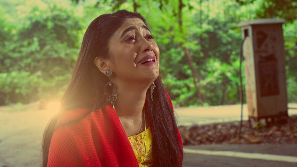 @shivangijoshi10 u made us cry today.hats off to u d way u r performing pregnant #Naira emotions,determination to find her k then talks with baby everything was excellent.Superb actress there is no doubt in it.Truly living Naira char #yrkkh #YehRishtaKyaKehlataHai #ShivangiJoshi https://t.co/Q3x2aWx97G