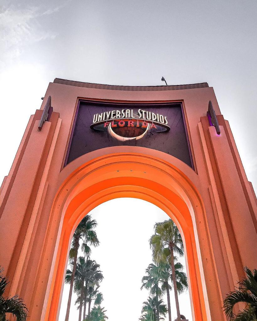 Who's ready to walk under this arch?! ✨ 🍁 🧡 IG 📸 : themeparkverse