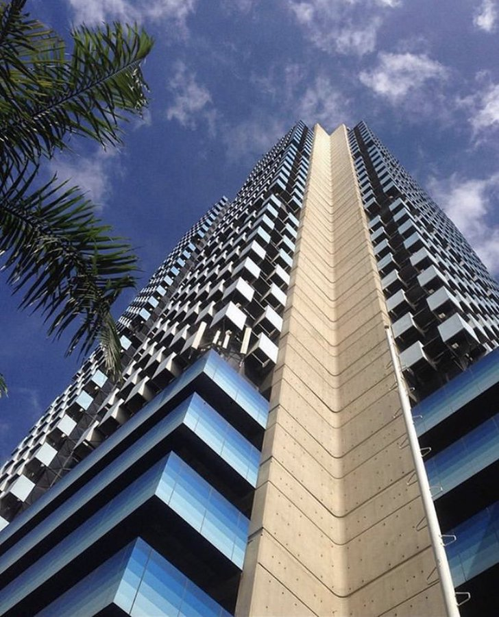#YoMeQuedoEnCasa El edificio de @bbvaprovincial  fue inaugurado en 1984. Destaca por ser la quinta torre de oficinas más alta de #Venezuela, tiene 160 metros de altura #bbvaprovincial #bbva #banking #banca #design #arquitectura #diseño #venezuela #caracas #quedatencasa https://t.co/j2Si1Hp9vc