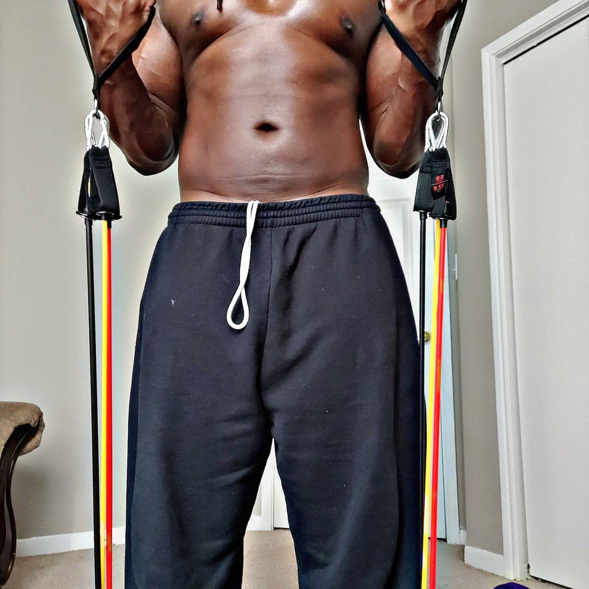 195 and still taking form 🍫💪🏾🔥. Ask about my 3-Day Trial Program.  #herbalifecoach #healthcoach #wrllnesscoach #healthylifestyle #healthyliving #healthandwellness #healthandfitness #getfit #getlean #musclegrowth #positivevibes #positivity #melanin #sundaeonafriday #sexymufugga https://t.co/3nYYtHwowf