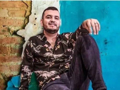 Rodolfo Edén Muñoz Cantú, conocido simplemente como Edén Muñoz, es un cantante y compositor mexicano, conocido por ser el vocalista y acordeonista de la agrupación de música regional mexicana Calibre 50. Hoy @calibre50eden cumple 30 años🥳. https://t.co/L97qabjA7c