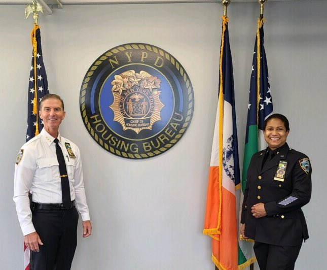 Congratulations to our very own, First Grade Detective, Michele Tege, on her retirement after 33 years of service to the city of New York. We wish you the best of the luck on your future endeavors. https://t.co/a4MXgzhb15