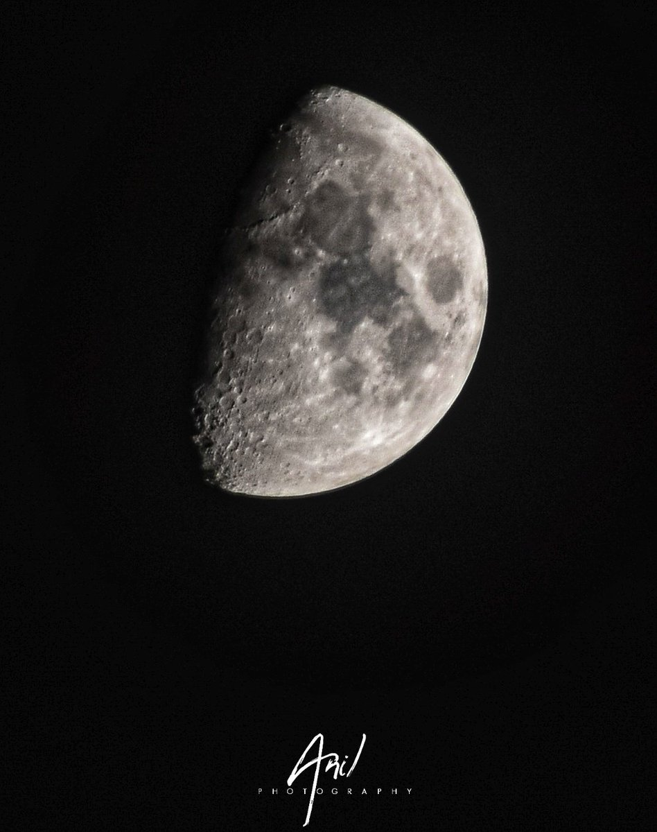 HALF MOON 🌙  25/SEP/2020  7:20PM  ISO: 200 Aperture: f/14.0 Shutter speed: 1/40   Lens: 300mm  #nikon_d5600📸  #moon  #Halfmoon #halfmoonphotography  #night #moonlight #moonphoto #moonphases #moonmagic  #photanil #picoftheday📷  #photoframe @NikonIndia https://t.co/kzSwo8qiaf