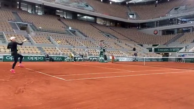 Faster than the speed of Simo... ⚡️  @Simona_Halep #RolandGarros https://t.co/HDIycam3RR