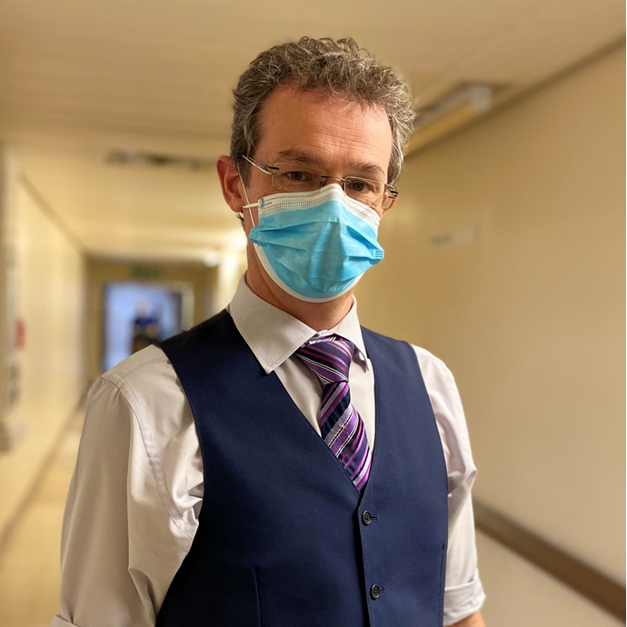 'I have been working in critical care for over 20 years. It was only meant to be a two year job, but I became completely hooked!'   This #WorldPharmacistsDay, Pharmacist @mark_borthwick shares his experience of working in critical care during the pandemic. https://t.co/aDqkB8QBW3 https://t.co/br5rVboYGl