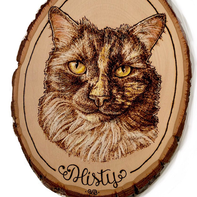 #HappyFall & #FurryFriday 🍁🐈 It's officially #Fall - yay! This sweet #kitty I had the honor of recreating makes me think of #Autumn leaves. 🍂 Are you lost in her eyes too? . #Handmade #memorial #catportrait #woodburning - @WalnutHollow / #Colwood / @GoldenAcrylics / @Blick_Art https://t.co/Iti9muFcEJ
