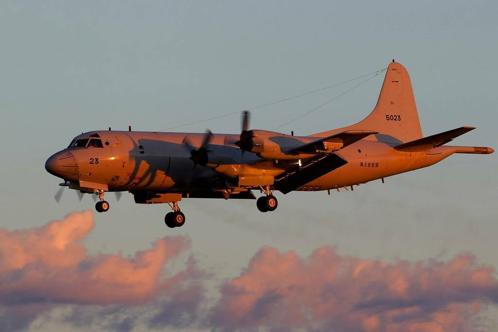 A #kawasaki #built #P-3C #Orion from the #jmsdf is seen on #approach to #atsugi #airbase in the #last #sunray of an #beautiful #october #day #2012  #roadtripjapan #avgeek #japanaviation #nasatsugi #japan #goldenhour #navalaviation #goldenhourphotography … https://t.co/ZnO34OZh8s https://t.co/5Q5h8JzU4x
