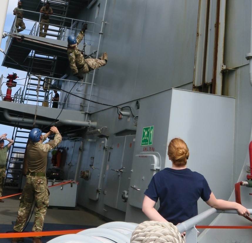 Touchdown imminent! RM @Commando_Ops fast rope #training onboard #LRGX #FutureCommandoForce #TaskGroup #GlobalNavy