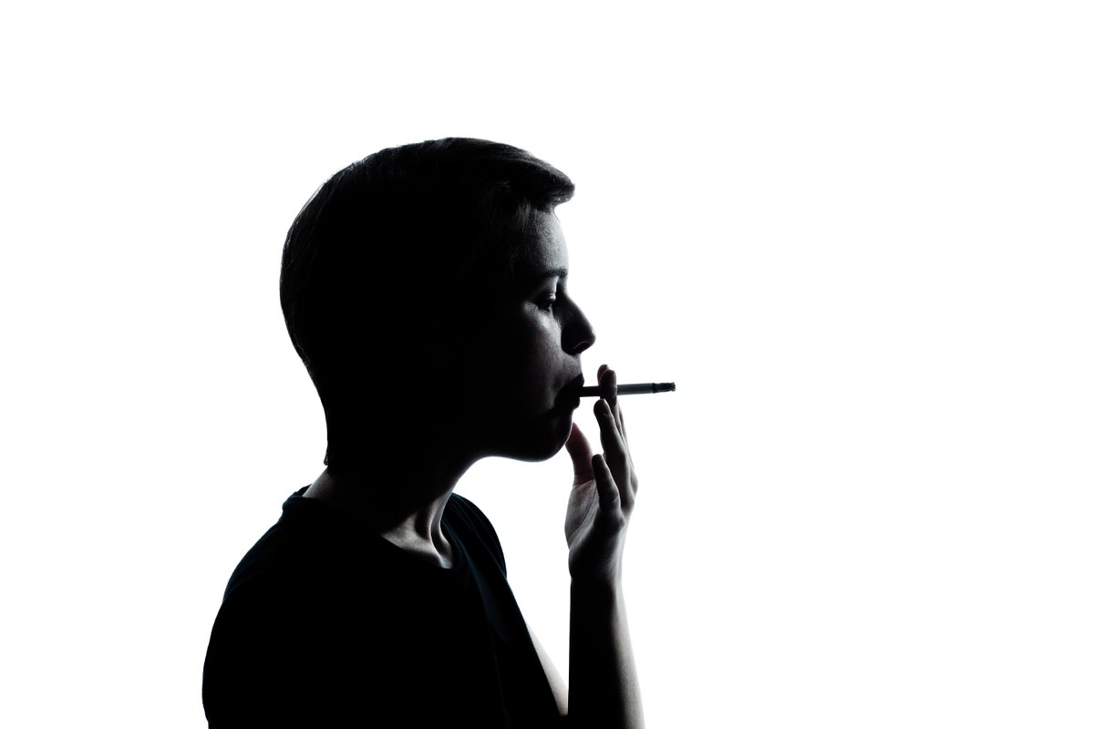 """Starting to smoke before the age of 15 doubles the risk of premature death.  """"Millions who began smoking in childhood will die prematurely from tobacco, unless they stop"""" 💬 Professor Sarah Lewington  Read the full story 👉https://t.co/WddkOL01Do  #WorldLungDay https://t.co/qAeS1hYzfm"""
