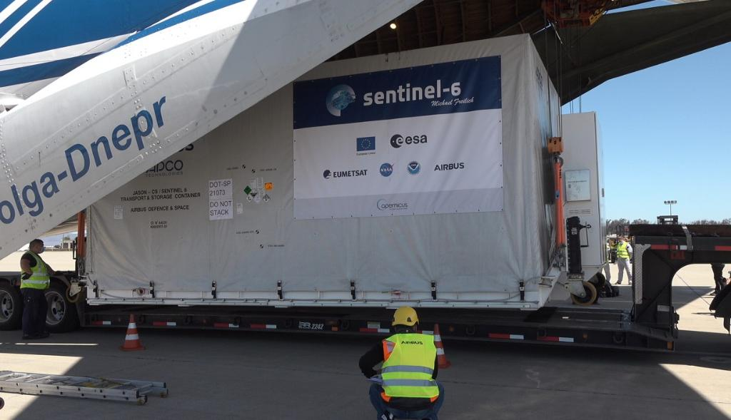 What a great sight! The Sentinel-6 Michael Freilich spacecraft has arrived at @30thSpaceWing - Vandenberg Air Force Base in California to prepare for its Nov. 19 launch. Learn more about the world's latest ocean-monitoring satellite: go.nasa.gov/3j9LGTa