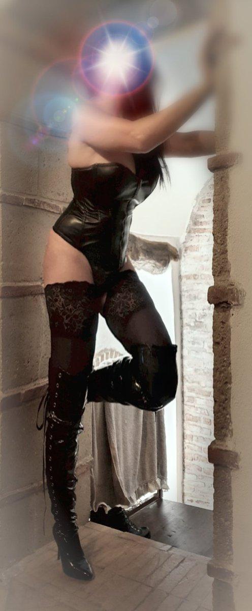 PIEGATI AL MIO COSPETTO... #femdomm #ItalianTopMistress #fetish #pvc #strap-on #strapon #pegging #paypiggy #findomsub #slavery #submission @FemdomItalia @bdsm_europa @BDSM_Promo @fetishitalia @bdsitalia  THE QUEEN LUX 👑 https://t.co/ffAgSaOLhO