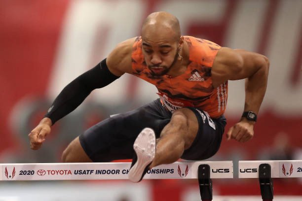 Aaron Mallett 🇺🇸 realizó el mejor tiempo de su vida en los 110 m/cv ⏱ 13.15 s para ganar en la #DiamondLeague 💎 #DohaDL   ▪️Es la 3️⃣era marca de todo el 2020  ▪️Mallet superó a Jason Joseph 🇨🇭 (13.40) y David King 🇬🇧 (13.54 )  📸 @GettyImages https://t.co/b8lSES0uZS