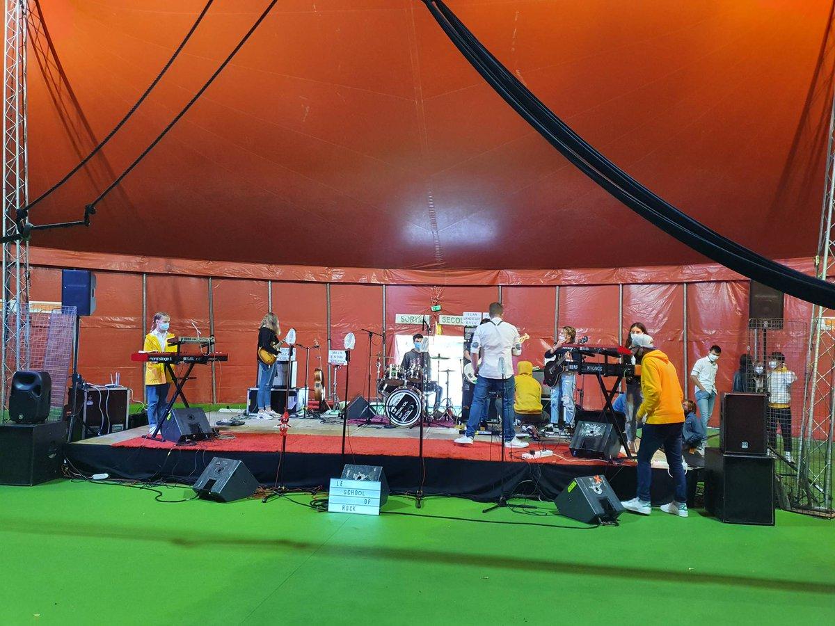 Le School of Rock en concert ce soir au #ParcExpoCaen à l'occasion des @LesFouleesDesBistrots version #FoiredeCaen https://t.co/TSk8Dixu4W
