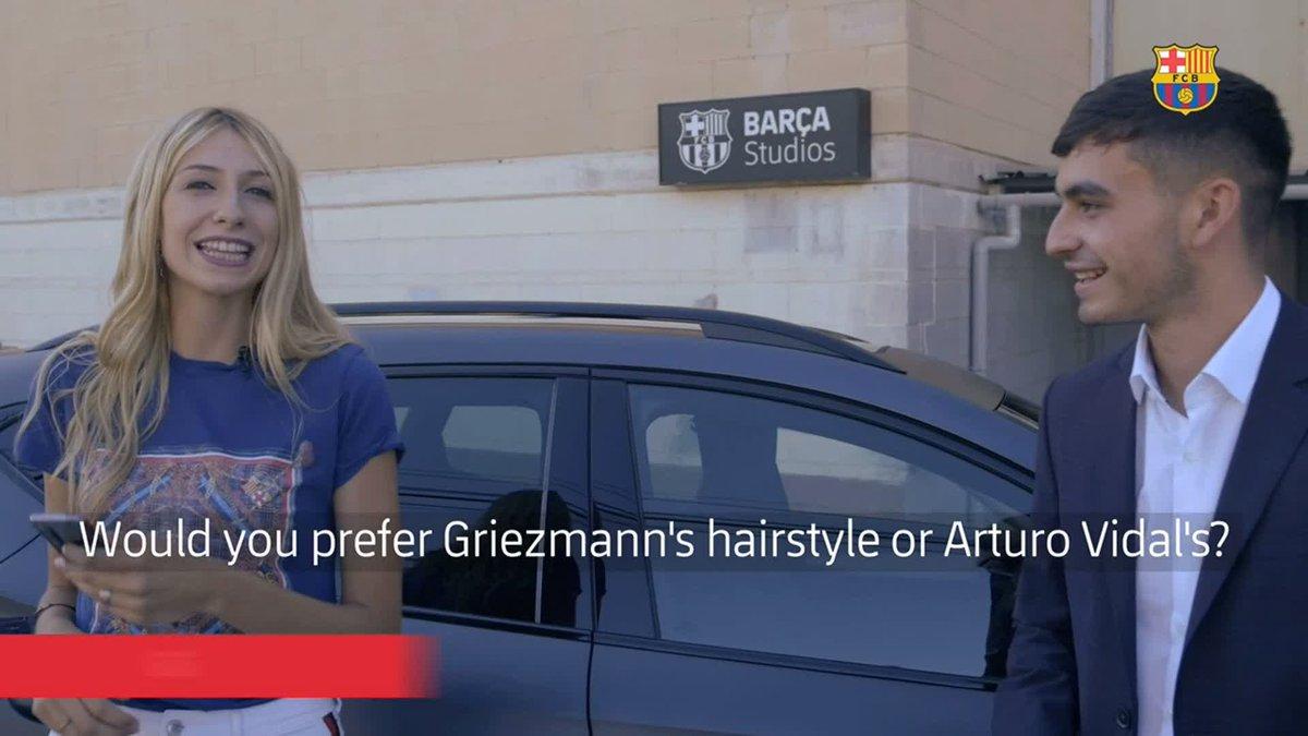 😀  @Pedri a choisi. Et vous ? 💇♂️ @AntoGriezmann ou @kingarturo23 ?  Le challenge des décisions impossibles au complet de la jeune recrue du Barça 👉  https://t.co/lDxTf4cpkY   @CUPRA https://t.co/sqYTvxmTkl