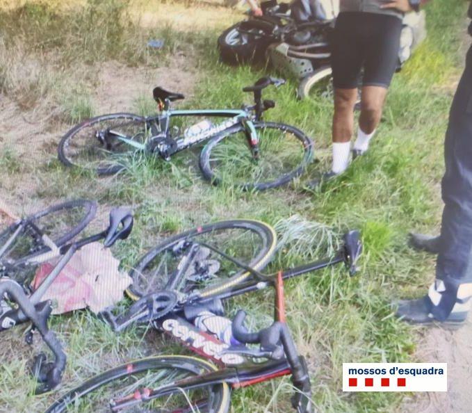 Un motorista begut increpa uns ciclistes, perd el control de la moto i els fa caure. Denunciat penalment. A la carretera 0 alcohol #VolemQueTornis https://t.co/VlzHI5l1Ka