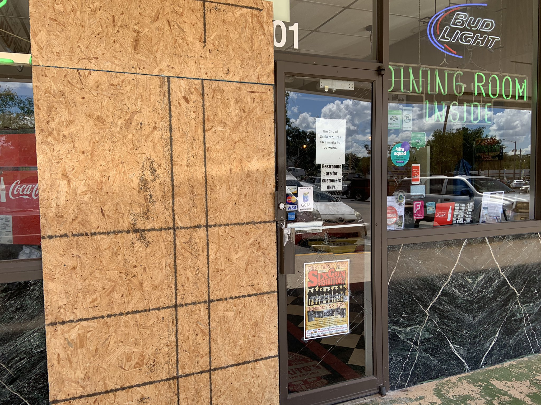Julia Laude On Twitter Open For Business Lorito S Italian Kitchen Is Back Open For Business Today After Earlier This Week An Elderly Man Accidentally Hit The Gas Pedal Drove Up Onto
