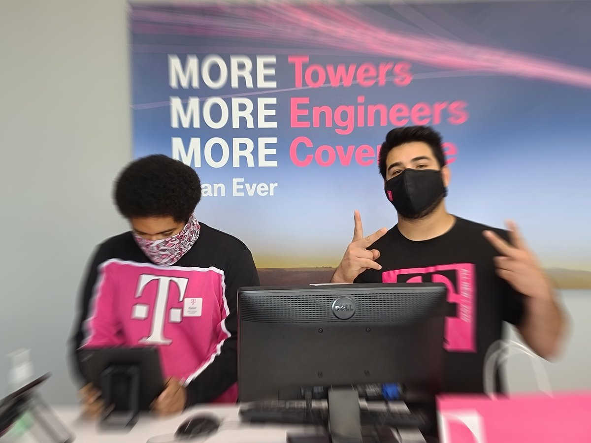 #Friyay at #TMobile with two of my crew ready to help serve you! #INSIDER CODES are available to help save you for #LIFE! #BEMAGENTA and #BeHappier! 512-671-9975 https://t.co/ydEpu95put