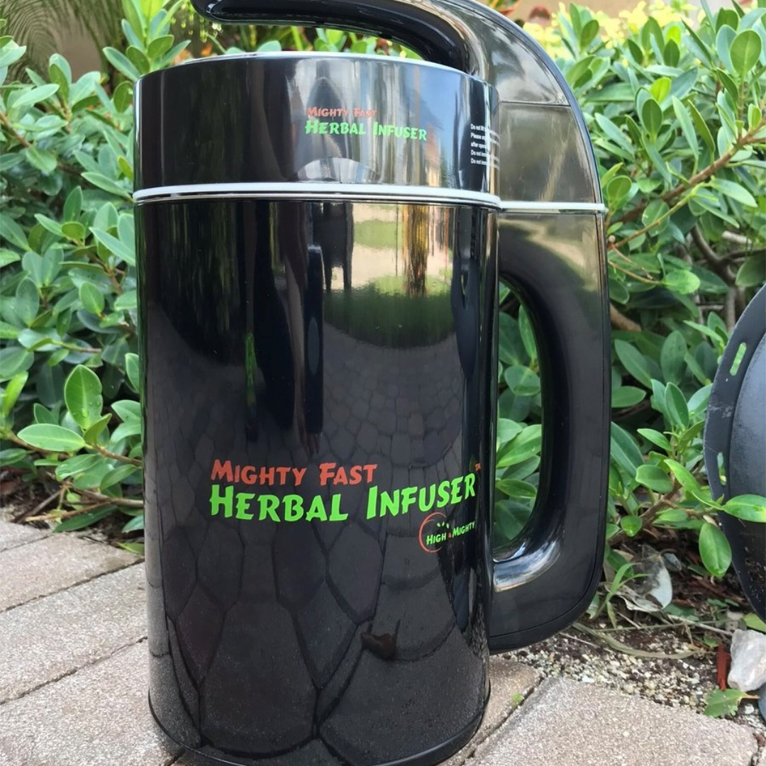 """""""Thanks again you have made my life easier , oil and budder used to be a task now I turn the infuser on ,sit back and pack a bowl and watch the oil infuse""""-Brad     https://t.co/GptCpDEsj1 USE Code """" chef420 """" and get $30.00 OFF!!    #Chef420 @herbalinfuser #Edibles #Medibl https://t.co/MX0UEP4jAt"""