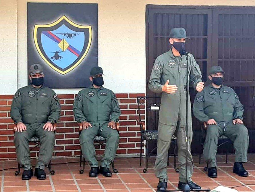 """📌 #AsíLoDijo    GB Carlos Quintero Regos: """"Felicito y agradezco al Cnel Ronald Recanatini que hizo un gran aporte a la Aviación del Ejército, mientras estuvo al frente de esta unidad y por supuesto acompañado de este extraordinario equipo de trabajo, a todos felicitaciones."""" https://t.co/73mHCMIyx6"""