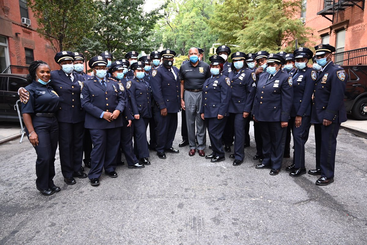 Thank you to @NYPDSchools for coming out and showing support at the  @HarlemSaveALife Remembrance Day event #WeRemember https://t.co/EHhZV49DiM