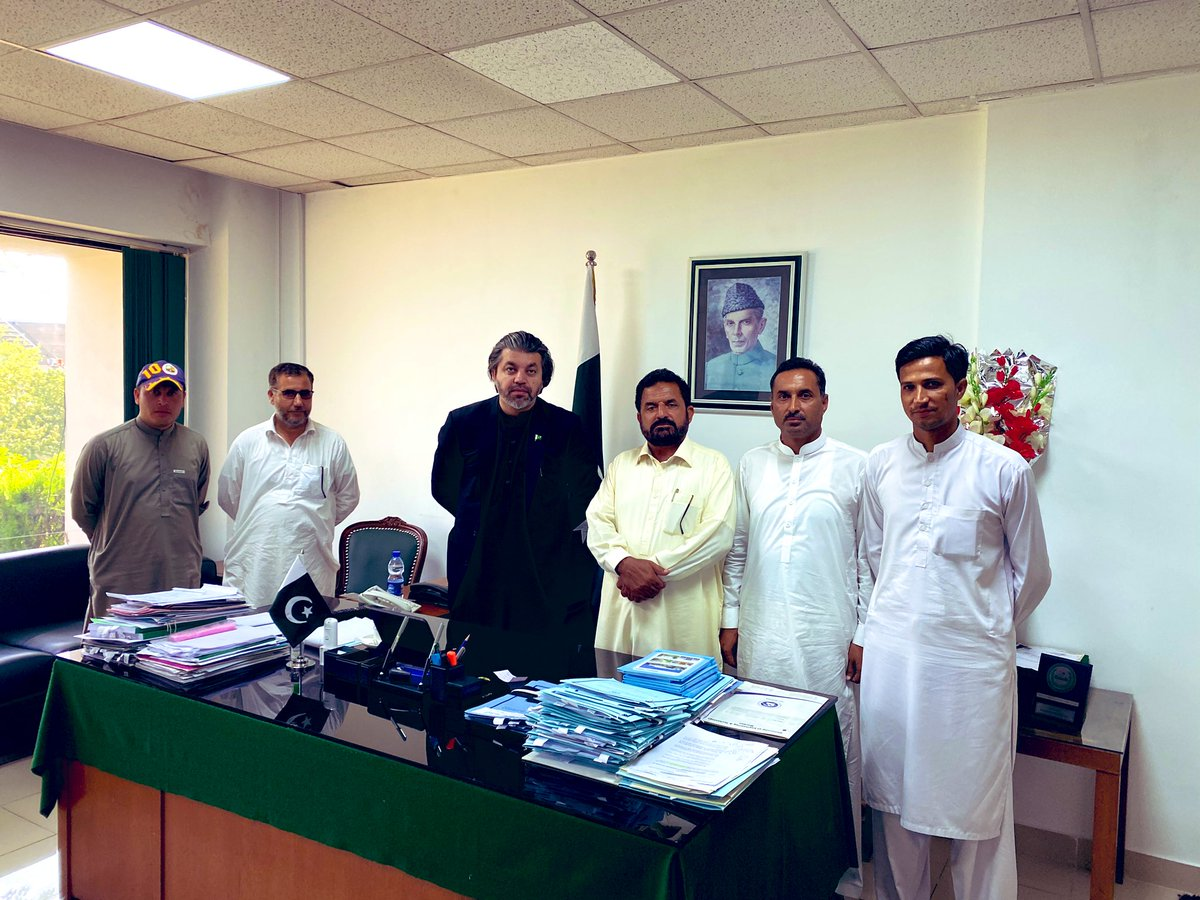 Parliament House  24th Sep 2020  Meeting with @PTIofficial  workers from NA22 UC Kohi Barmol.    Issues relating to Sui Gas, Electricity, Roads & water Supply & for their UC & some other problems were discussed & solutions formulated. https://t.co/GJCA7JnxZU