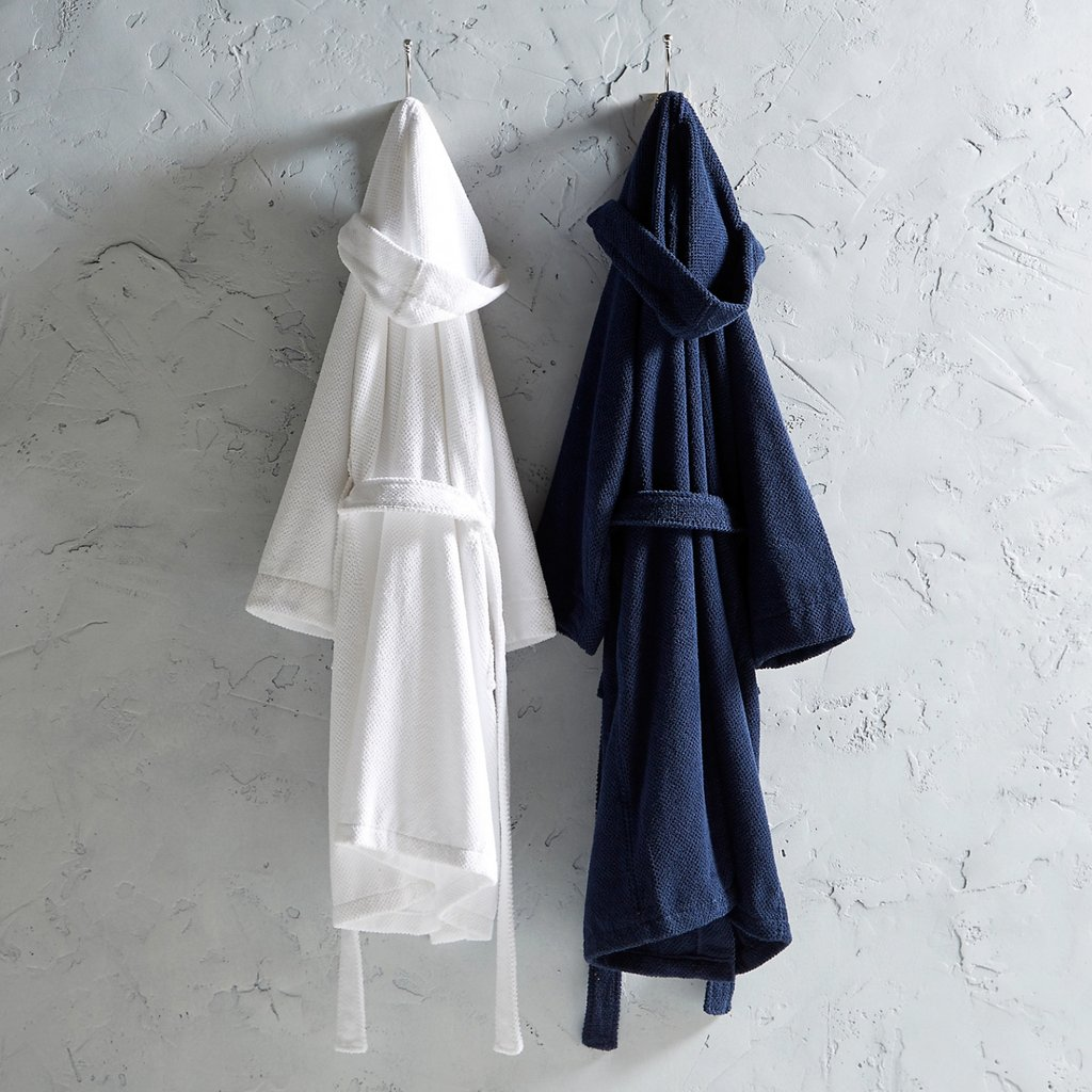 Have you thought about how you could upgrade your sleep routine for #Sleeptember? 🛌  One way to ensure a perfect nights sleep is a robe! The only question left is to decide whether you'd choose @Christy_Home's luxurious white or midnight blue:  https://t.co/Jt5ydcQxBJ 🎊 https://t.co/TW9z6tv5mM