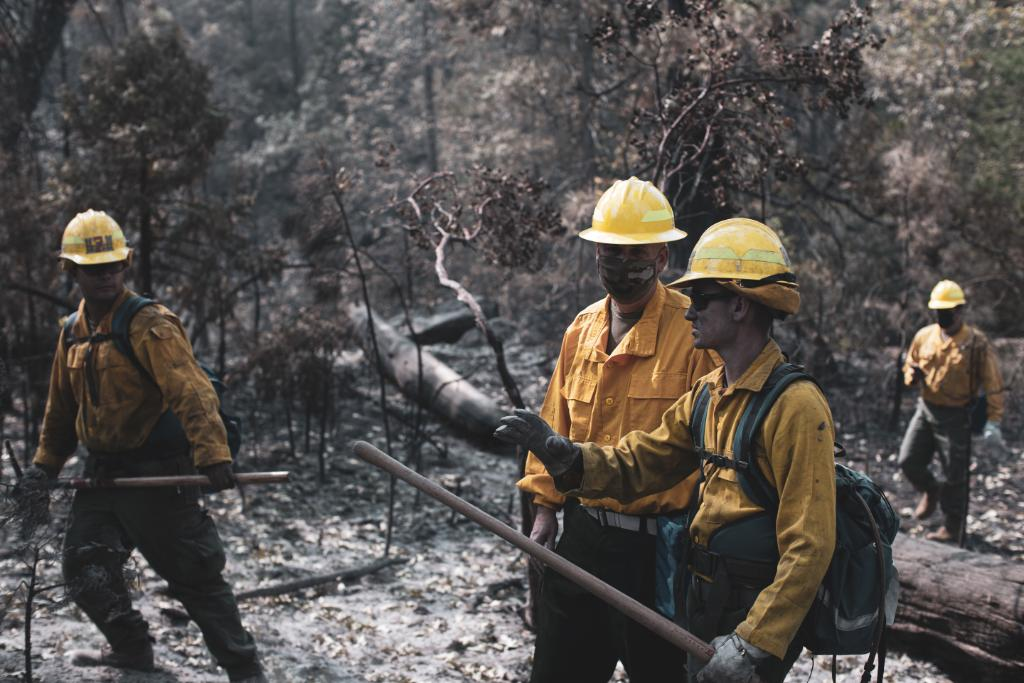 Fighting Fires Together Maj. Gen. Glaser, deputy commanding general of operations, @USArmy North (Fifth Army) and senior commander, Fort Sam Houston and Camp Bullis, visit #Marines and #Sailors assisting with fire fighting efforts near the Sierra National Forest, Calif.