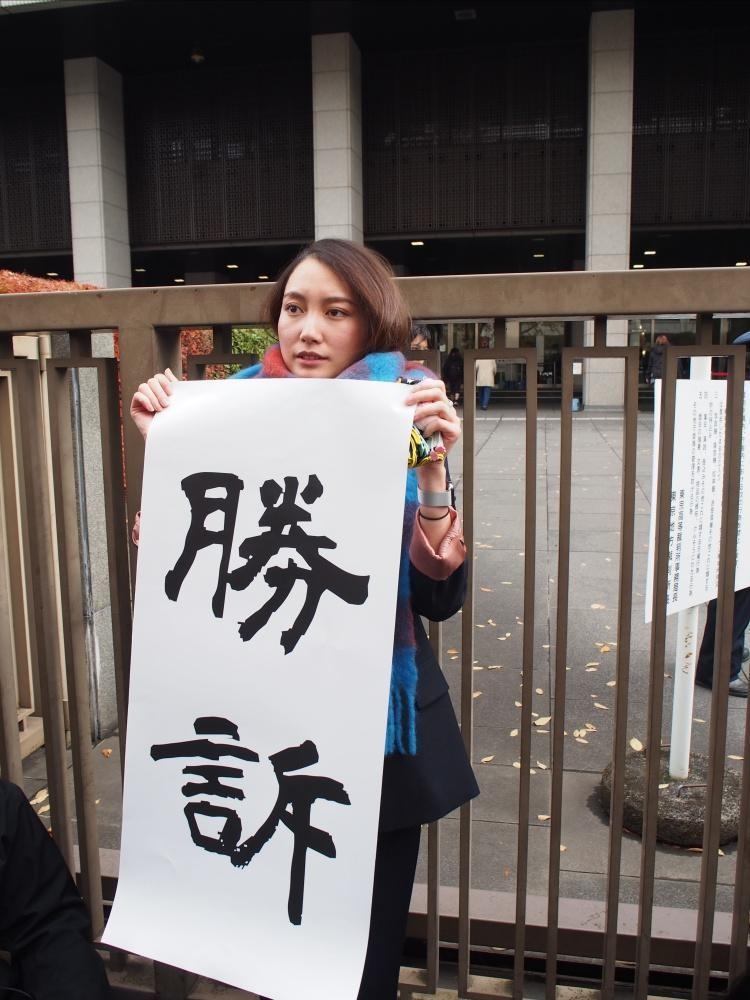 言偏に違和感があったので少し調べてみた。 『隷書』という書体で、フリーフォントを印刷してるようです。 わざわざこの書体にする意味があったのだろうか? そもそも手書きで良くない? もしかして親しみのある書体? #伊藤詩織さんを支持しません cute-freefont.flop.jp/musashi_aoyagi…