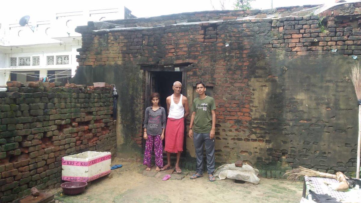 मै एक बहुत ही गरीब ब्राह्मण परिवार से हूं    हमारा मकान जर्जर है  बरसात में गिरने की कगार पर है रात में डर लगता है सोते में की कहीं गिर ना जाए गरीबी के कारण पढ़ाई भी बंद हो गई खाने के भी दिक्कतें हैं कृपया आप सब हमारा मदद कीजिए  संतोष मिश्रा मो  9696301798 https://t.co/nKhXhenOo7 https://t.co/c0QzIH8lb7